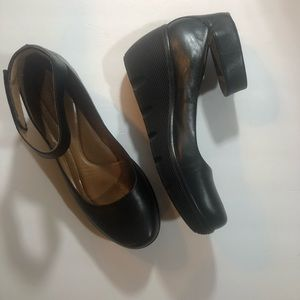 Clark's low wedge ballet with strap 9.5